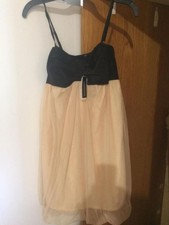 Stunning Party / Cocktail Dress. Nude Tulle Skirt with Black Bodice and Bow.  New with Tags.  Size 10.