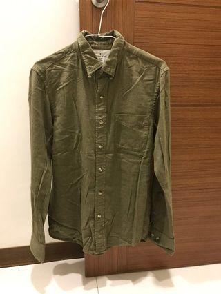 無印軍綠色襯衫