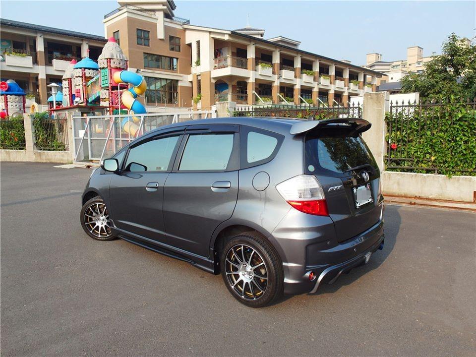 2009 Honda FIT 1.5 灰 配合全額貸、找 錢超額貸 FB搜尋 : 『阿文の圓夢車坊』
