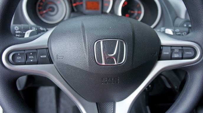2013 Honda FIT 1.5 白 配合全額貸、找 錢超額貸 FB搜尋 : 『阿文の圓夢車坊』