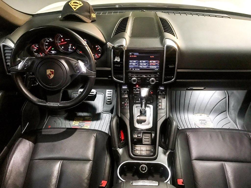售保時捷 凱燕 休旅車 2011年Porsche Cayenne 柴油總代理 白色黑內裝 車況佳 歡迎洽詢0932171411徐先生或LINEID:0932171411