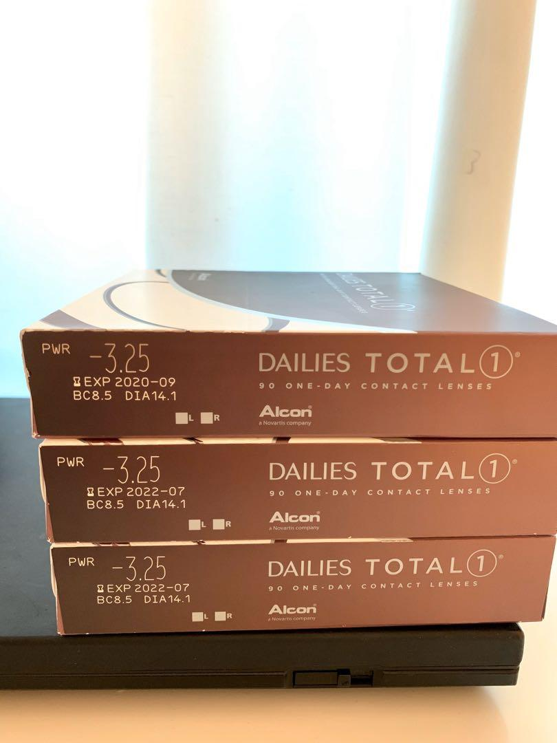 Dailies Total1 Contact Lenses (-3.25, BC: 8.5, DIA: 14.1)