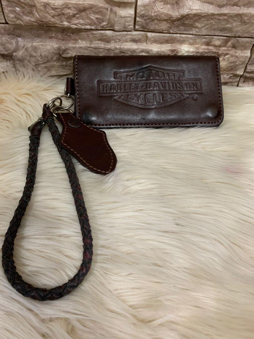 Harley Davidson wallet authentic with strap, full import leather, tebal, kokoh, 17 x 9 cm, kondisi 90% OK, cocok buat yg gaul dan touring juga!mantul gan!serius only!