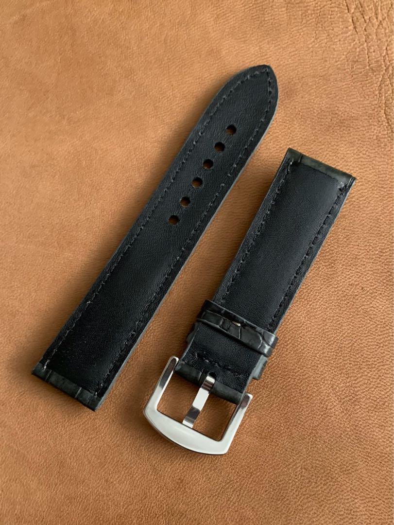22mm/20mm Dark Grey Alligator 🐊 Crocodile Watch Strap 22mm@lug/20mm@buckle (gorgeous tiled grains) 22mm/20mm     Standard length: L-120mm,S-75mm (only 1 piece 😊in dark grey, once sold, no more 👍🏻)