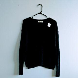 Hollister Sweater BNWT / XS
