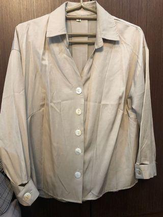 全新氣質琥珀扣滑布襯衫