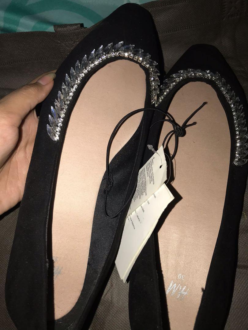 Shoes hnm size 39 baru dan aslinya bagus BANGET cocok untuk kepesta dan dinner acara acara formal lainnya