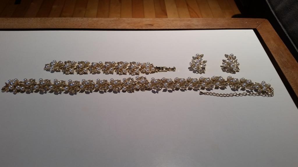 Costume Jewllery Set (floral/ pearl): Choker, Bracelet, earrings