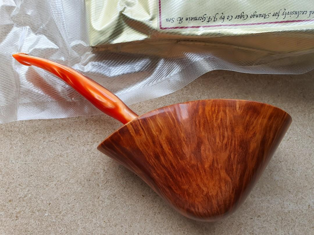 De Sarnett Free Hand Estate Pipe - Free Gift -  1 sort after,  vacuum sealed Esoterica 8oz Pembroke