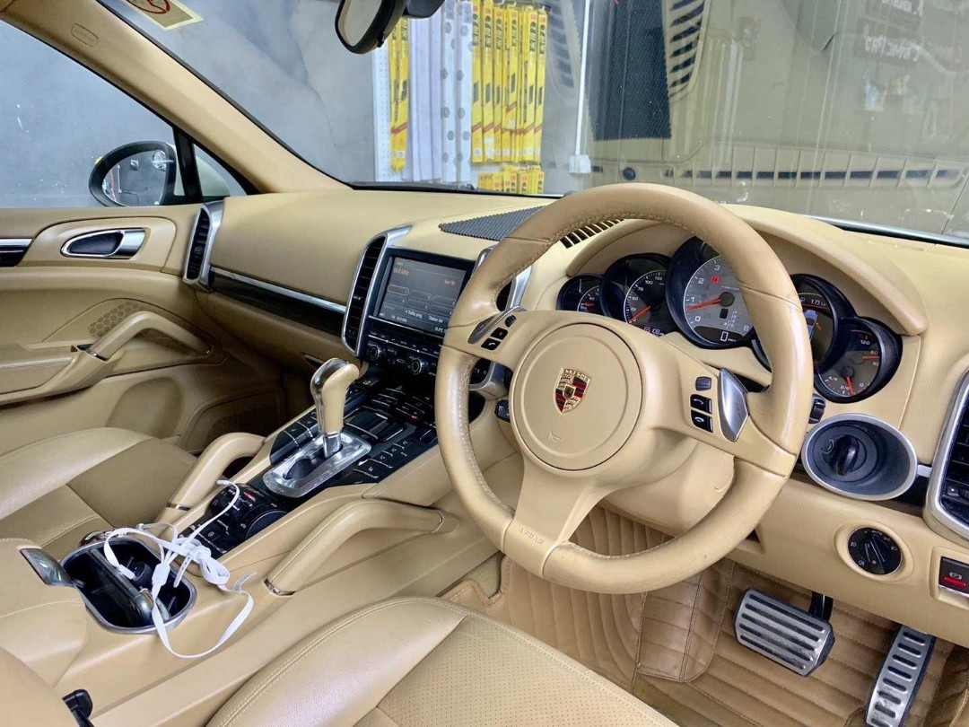 Porsche Cayenne S (A)