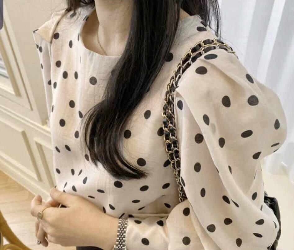 新款正韓春裝🎊 正韓 點點公主袖襯衫 顏色:黑/杏 尺寸:F(S~小L) 材質:棉麻  細緻麻料+公主袖設計 滿滿的女人味。要搶要快現貨不多了
