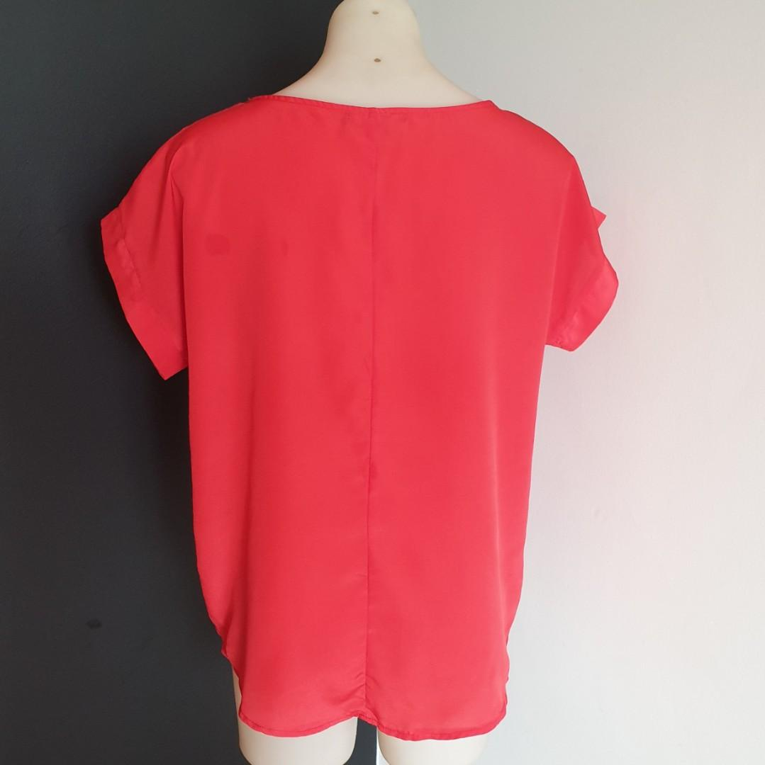 Women's size M Gorgeous red short sleeve blouse top