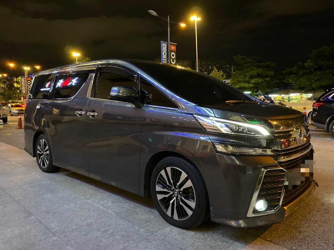 Toyota vellfire Robot Pilot seats available for rent