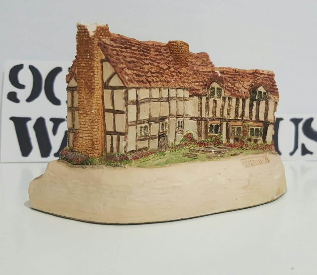 House Sculptures - William shakespeare House, Inventor of Telephone, World Famous Pianist