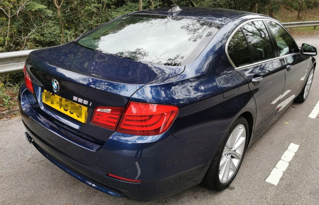 BMW 528i Sedan (A)