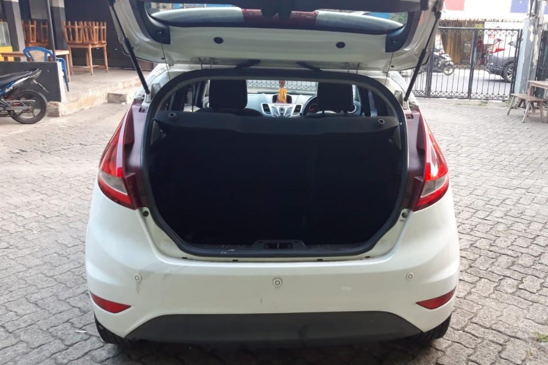 Dijual Ford Fiesta type Trend 1,4 manual tahun 2011 siap pakai mulus banget !!! Rp. 80 juta (murah*banget)