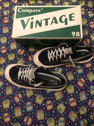 Sepatu compass vintage 98