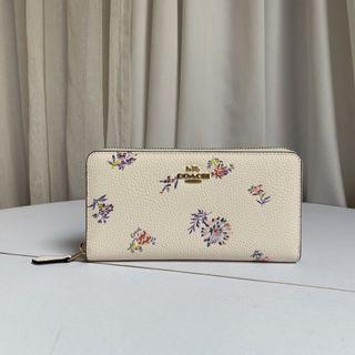 COACH 69832 新款女士拉鏈長夾 內置12個卡位 花卉點綴 清新風格 附購證