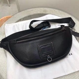 COACH 37591 新款男士腰包 素面全皮 簡約大方 氣質休閒 附購證