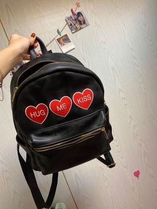 日本wego黑色皮革愛心後背包