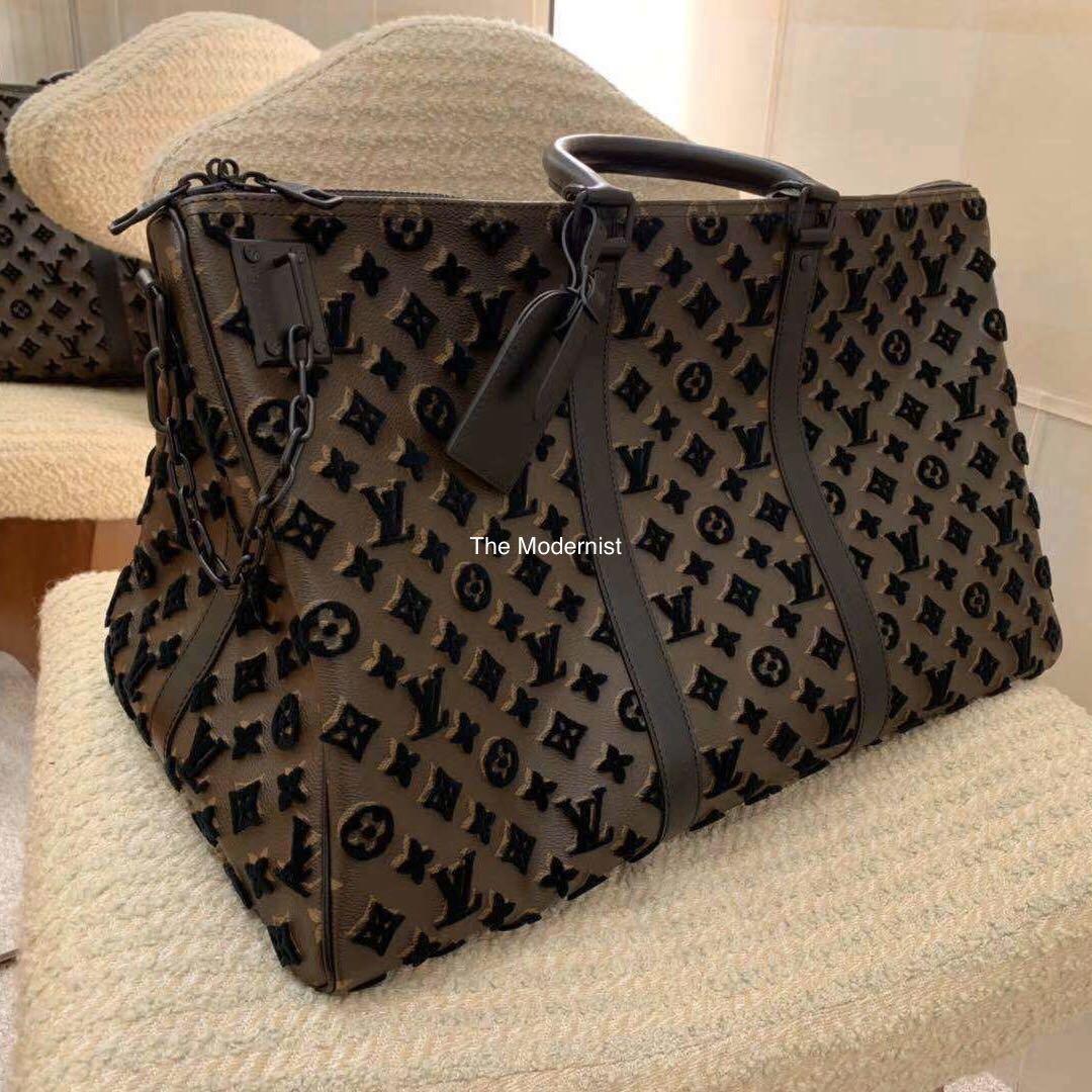 Authentic Brand New Louis Vuitton Keepall Triangle Bandoulière 50 Noir M45045