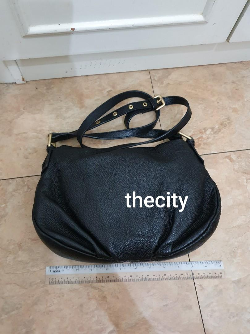 AUTHENTIC MARC JACOBS MEDIUM NATASHA SLING MESSENGER BAG - LEATHER IN GOOD CONDITION - CLEAN INTERIOR- (RETAILS LOCALLY AT AROUND RM 3000+)