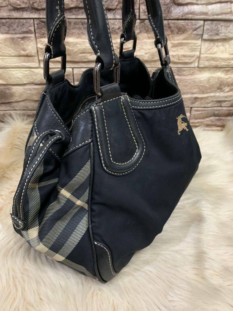 Shoulder bag Burberry authentic, nylon mix leather, 32 x 20 x 12 cm, kondisi 90% OK! Bag only!no php!!