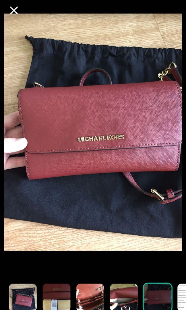 Michael kors- wallet on chain , can fit iPhone 7plus. Comes with reebonz dust bag , authentic and brand new