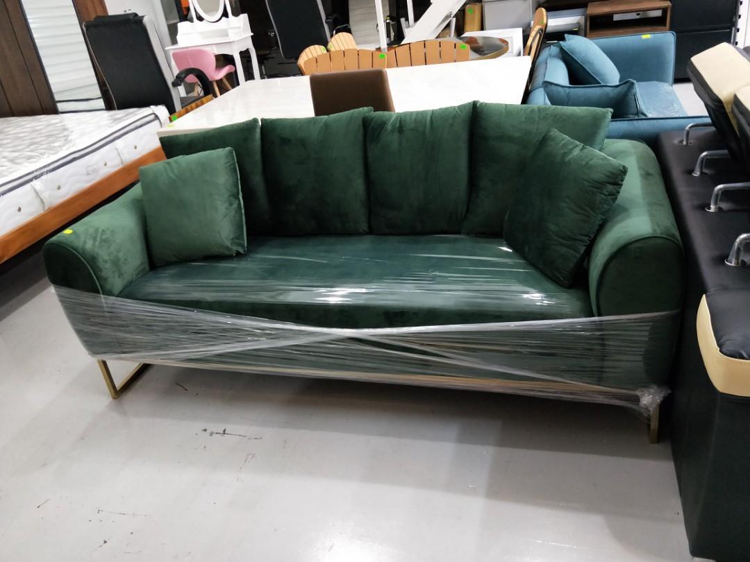 Valcan 3 Seater Velvet Sofa In Green