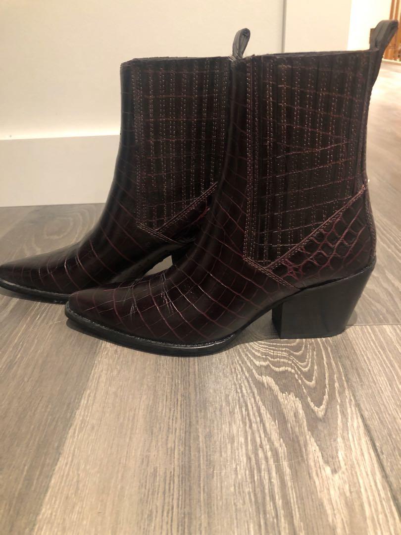 Zara dark burgundy alligator skin ankle booties size 39 or US8