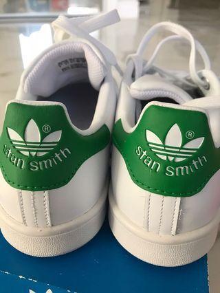 BNWT+BOX STAN SMITH SIZE 6