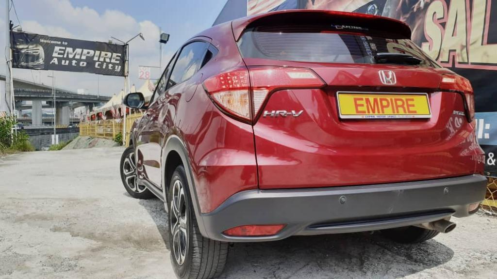 HONDA HR-V 1.8 L (A) I-VTEC S PREMIUM 5 SEATER SUV !! ELEGANCE CVT !! FULL SERVICE RECORD BY HONDA !! STILL UNDER WARRANTY TILL MARCH 2023 !! G-DESIGN SHIFT CVT !! PREMIUM SUV FULL HIGH SPECS !! ( PXX 8038 ) 1 CAREFUL OWNER !!