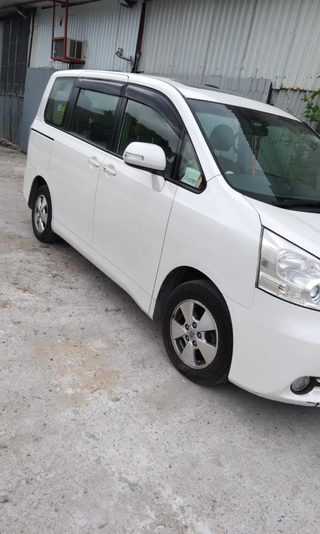 Toyota Noah 2.0 X 8-Seater Manual
