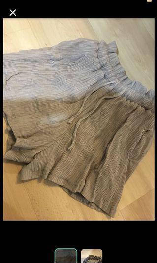 奶茶色花苞短褲