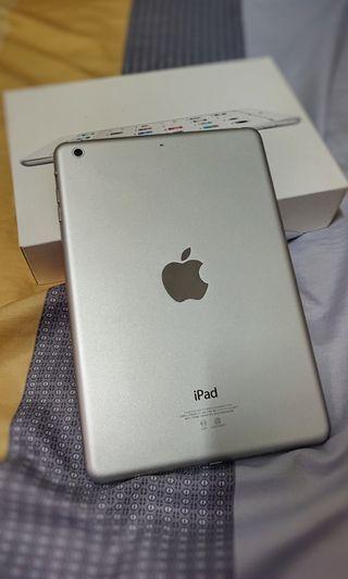自用極新 Apple iPad mini2 WiFi版 16G 7.9吋 銀 盒裝配件完整