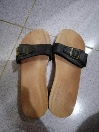 HAPPY FEET SANDALS - View all HAPPY
