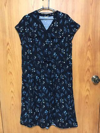 midori 綠  🌼深藍色碎花洋裝(僅試穿)🌼