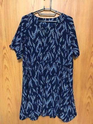 🌼深藍色碎花V領短洋裝(僅試穿)🌼