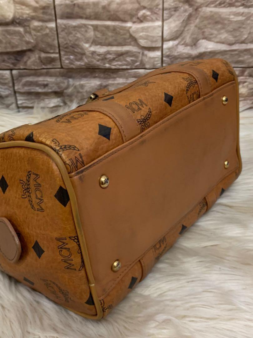 Tas MCM authentic, mini imut cantik mewah full leather, size 23 x 14 x 13 cm, kotor pemakaian wajar, minus tali panjang, kondisi 85% OK, serius only no php!!