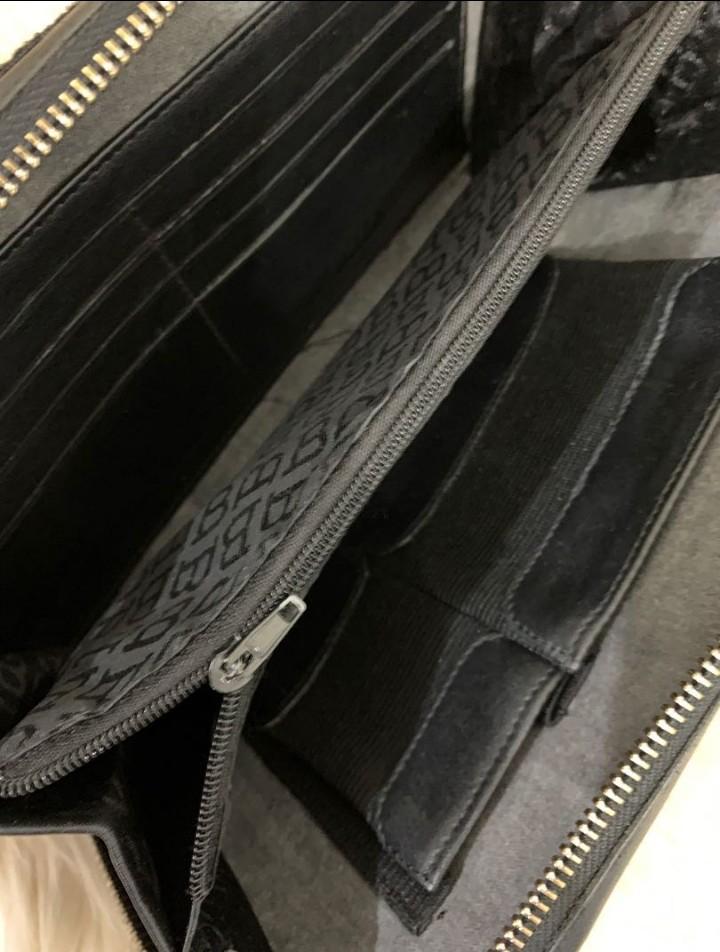 Tas Tangan Clutch Bally Original size 23x13x4cm bahan nylon mix Leather Banyak Sekatnya. Elegan