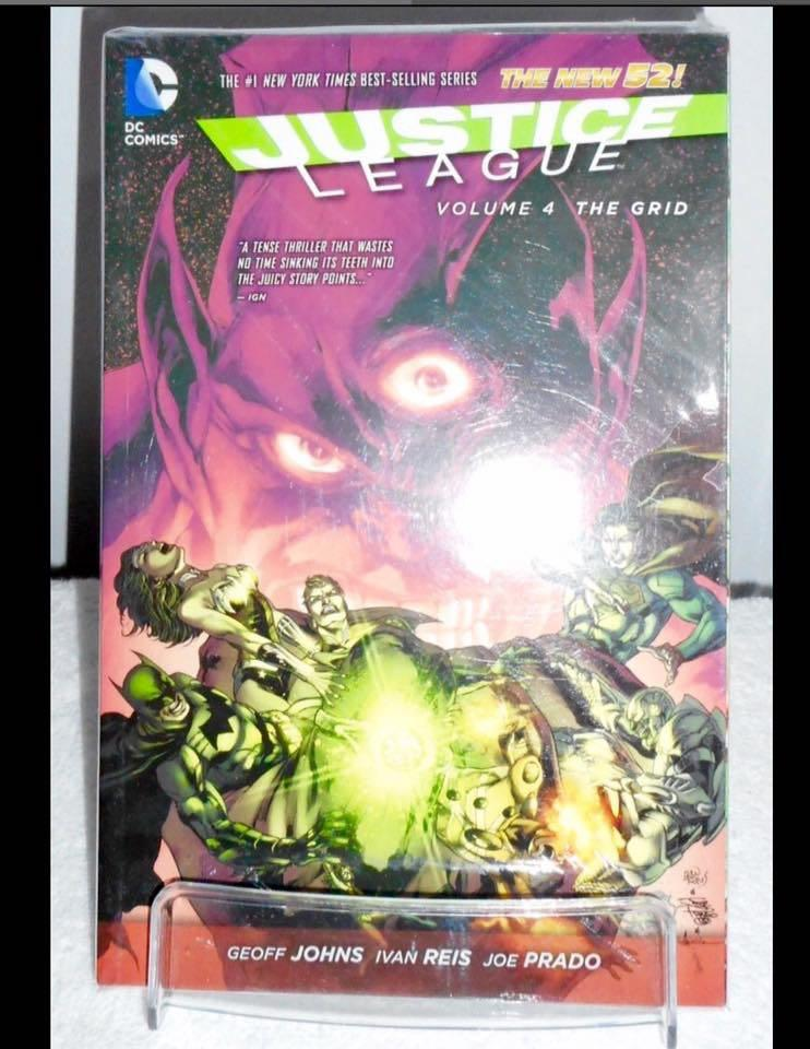 "DC Comics ""The New 52 Justice League Volume 1-8 Graphic Novel Collection Set"""