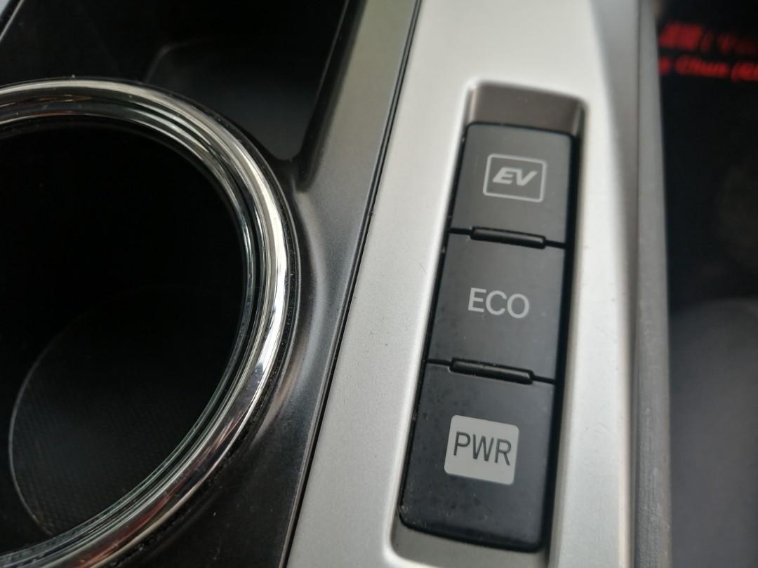 Toyota Prius V Prius V Auto