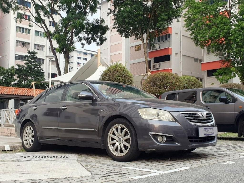 2.4 Toyota Camry for rent. Available for private hire.