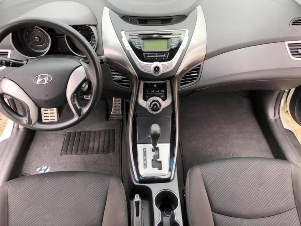 認證車 2013年 限量版1.6 白色 Elantra GLX 6速手自排 ABS 安全氣囊 胎壓偵測 德國馬牌輪胎 超流線型跑車