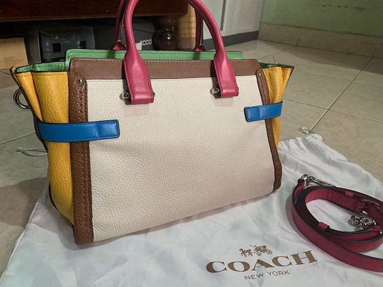 Preloved Coach Swagger 21 original leather ada no seri very Like New & fullset