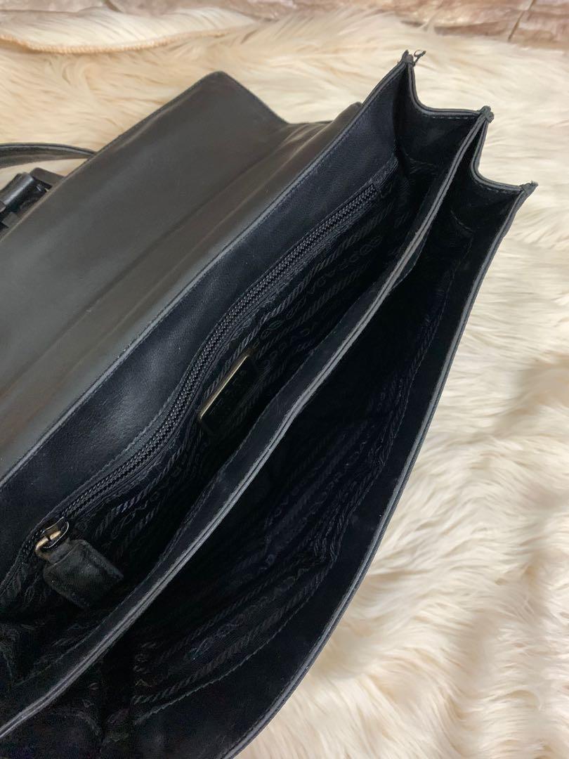 Prada shoulder original, leather mix nylon, 27 cm x 16 cm x 7 cm, kondisi 85% OK, bag only! Serius no php!!