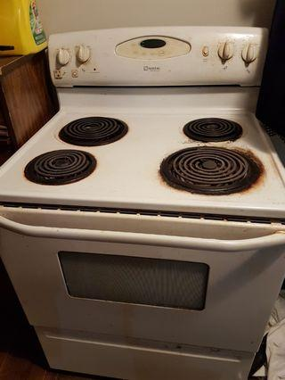 MAYTAG Freestanding Electric Stove / Stove top and Convection Oven