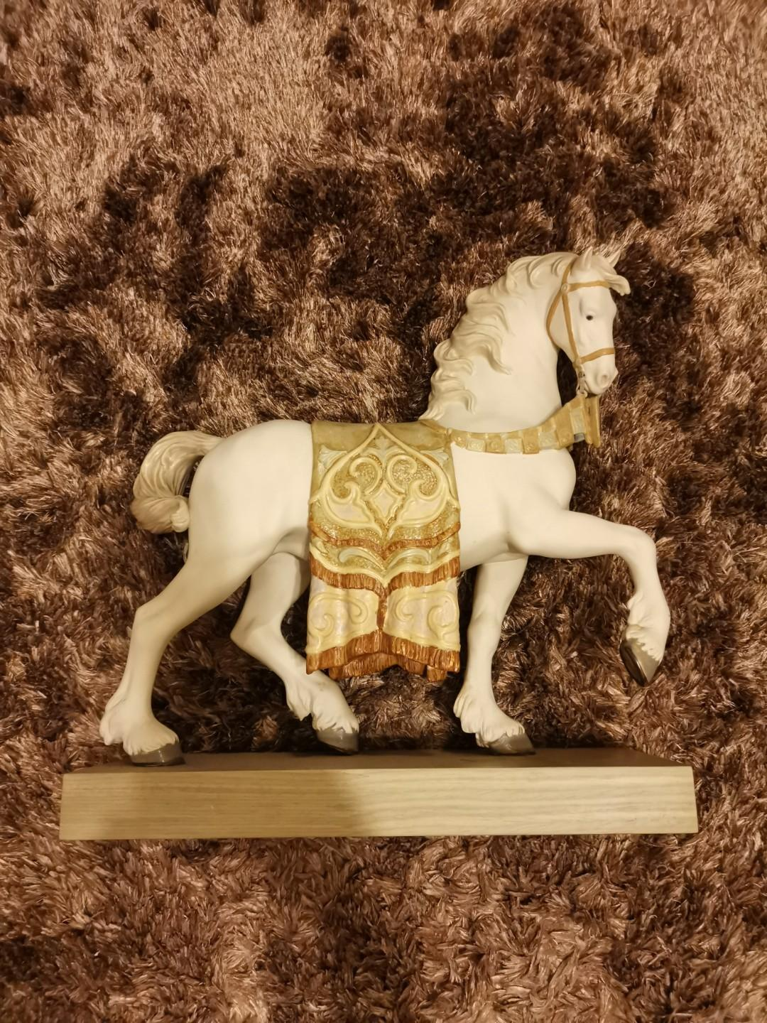 Calling for guitar sellers!! Keen to trade a Lladro Regal Steed. Lladro Paragon shop will verify this piece of Its authenticity for u