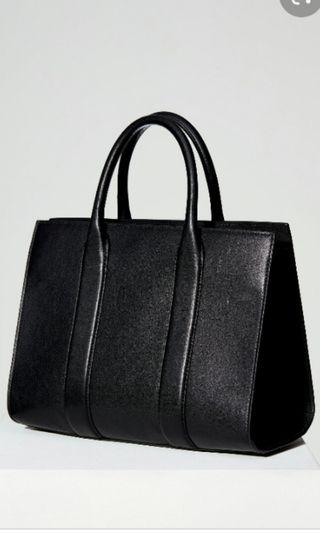 AUXILIARY LEATHER SHOULDER BAG