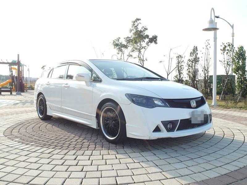 2009 Honda Civic 1.8 白 配合全額貸、找 錢超額貸 FB搜尋 : 『阿文の圓夢車坊』